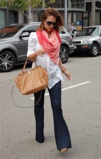 jessica-alba-flared-jeans