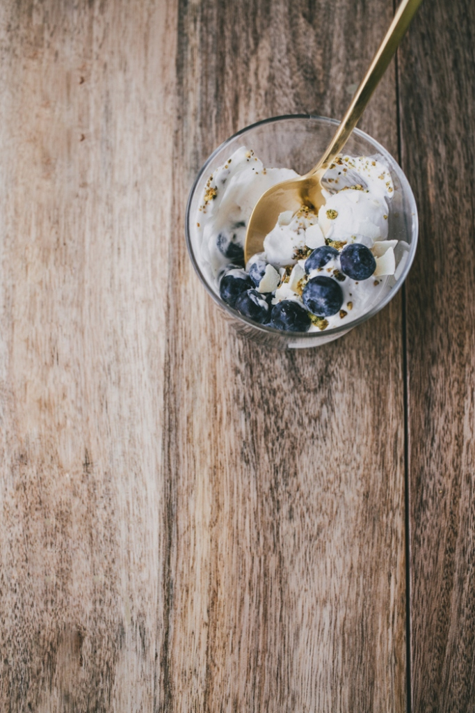 Coconut-Ice-Cream-with-Pistachio-Crumb-and-Blueberries-073